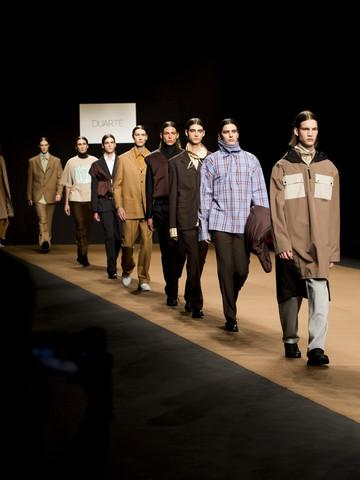 Desfile de moda fotografiada desde el front row
