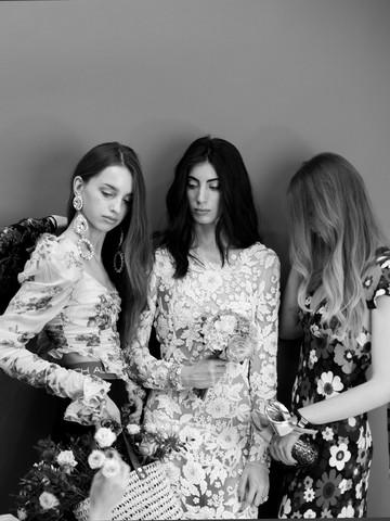Tres modelos y una estilista